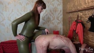 Nice and Deep Fucking – Pegging Session with Vivienne l'Amour
